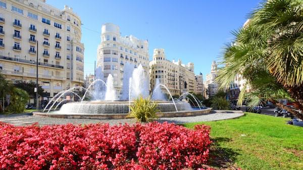 Valencia har en både stränder, mysiga gator och bra tapas.