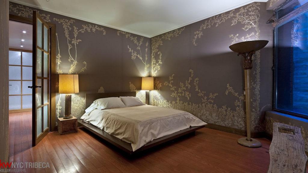 Det här master bedroom, ett av tre sovrum.