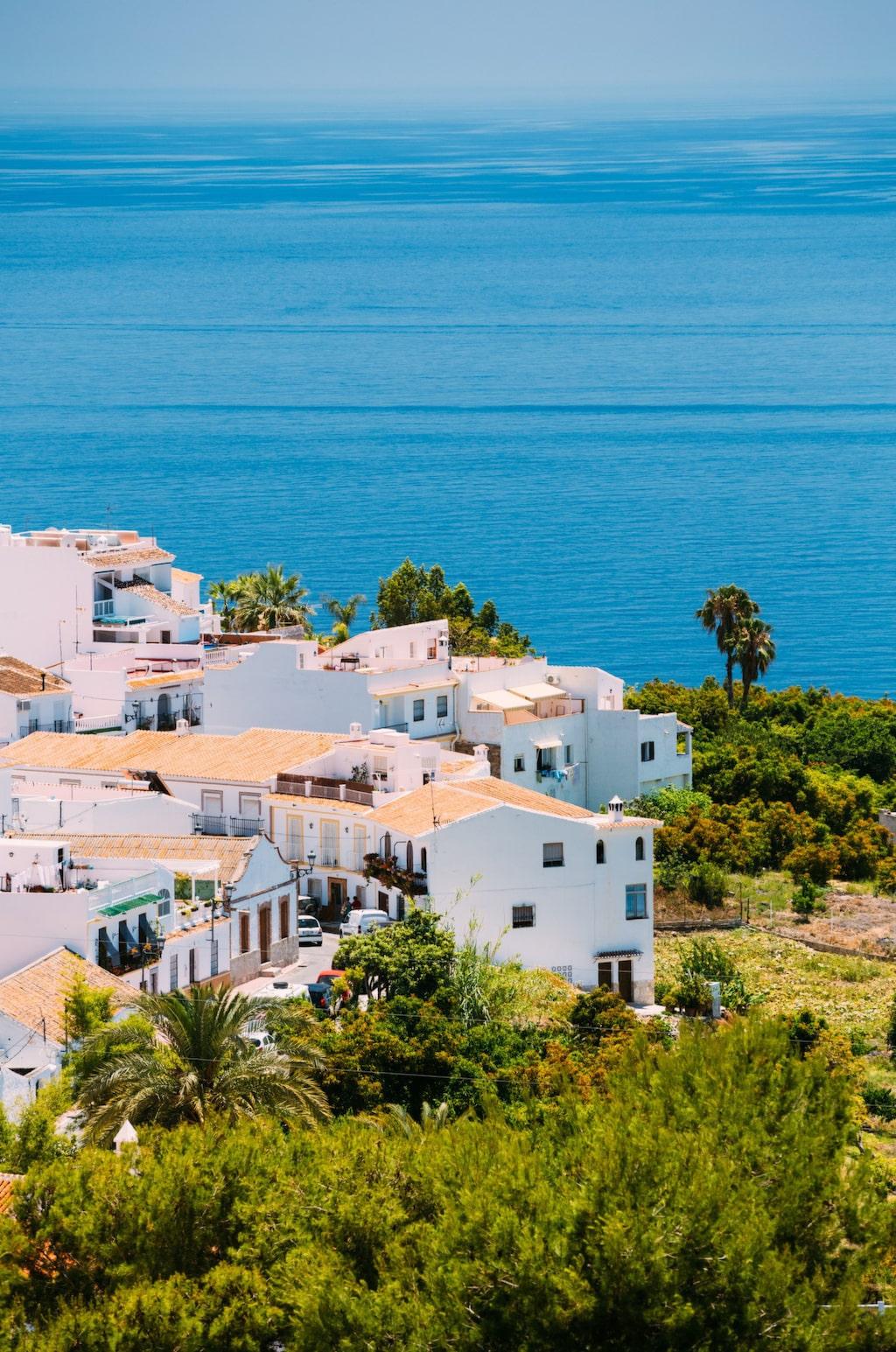 Med lite planering och eftertanke behöver det inte vara så krångligt att köpa ett hus inom EU.Rätt plats.