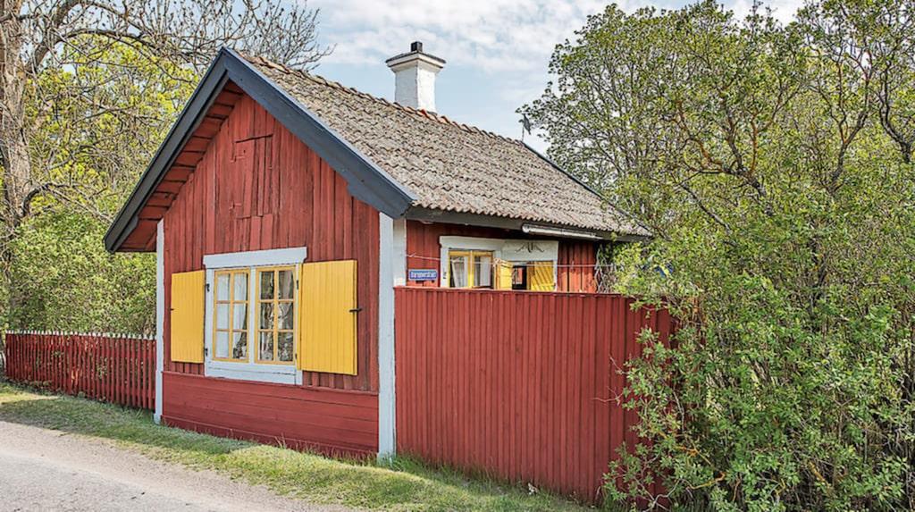 Det charmiga torpet ligger i Sigtuna norr om Stockholm.