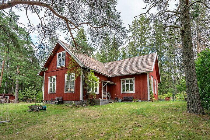 Det före detta missionshuset ligger i Skärplinge.