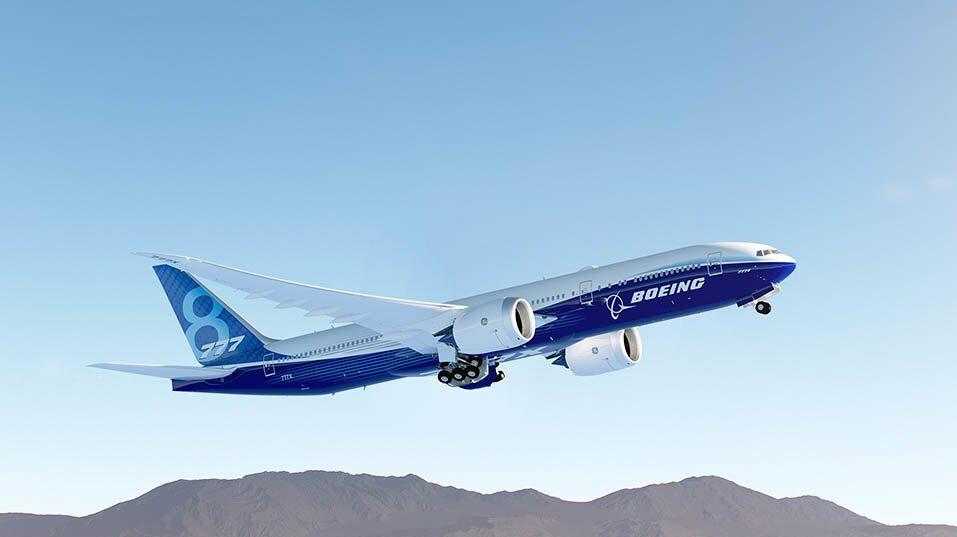 Nya flygplanet Boeing 777X är närmare 77 meter långt och därmed världens längsta passagerarplan.