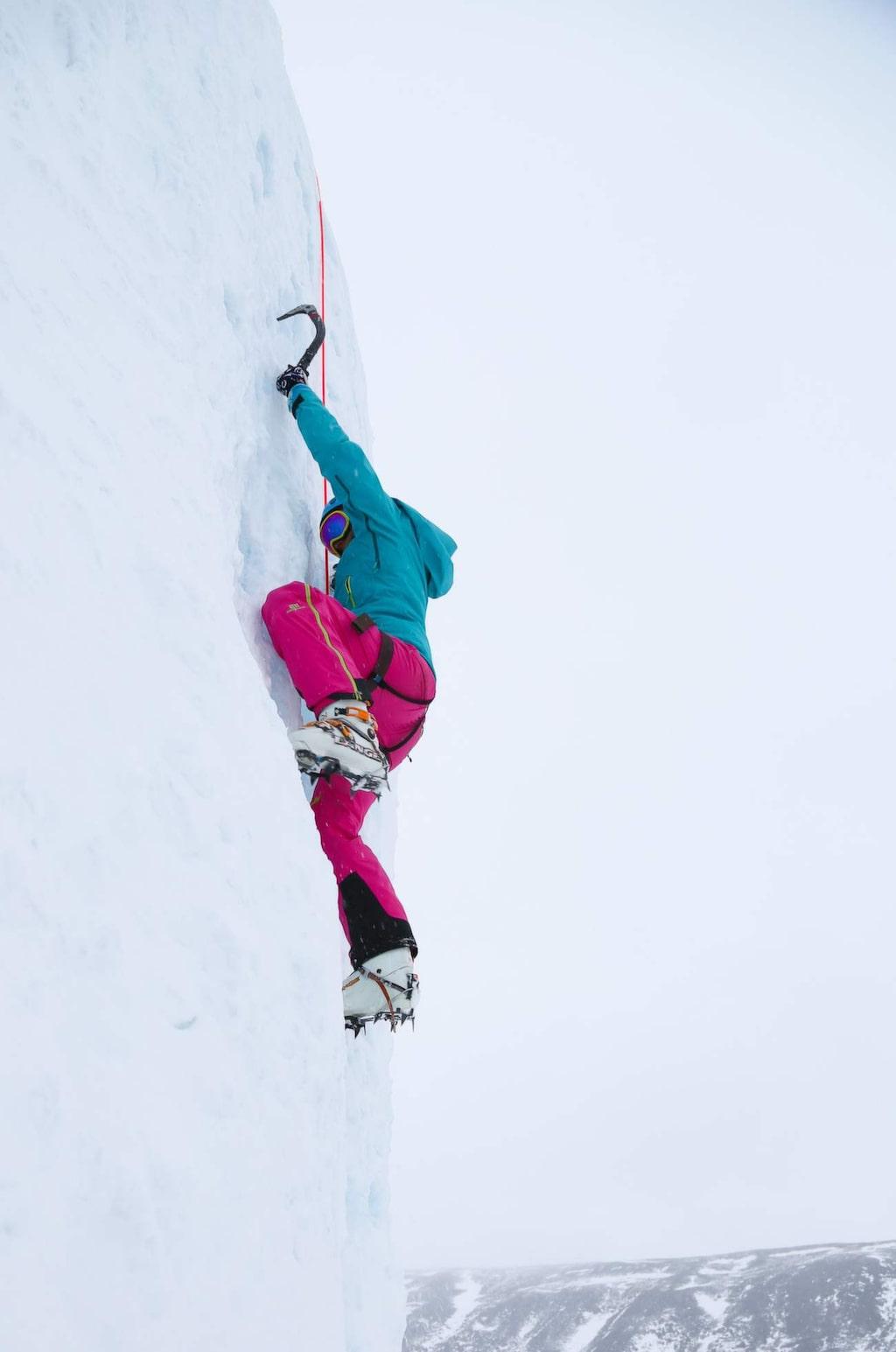 I Tarfaladalen finns ett mäktigt isfall. Perfekt för isklättring.