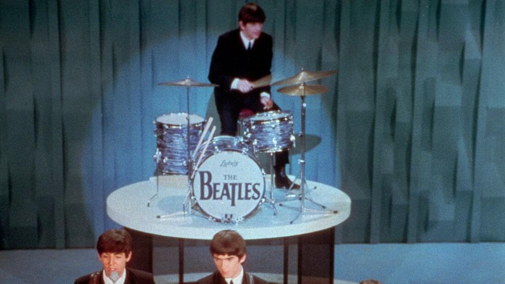 Bakom trummorna under ett uppträdande i amerikanska Ed Sullivan Show 1964.