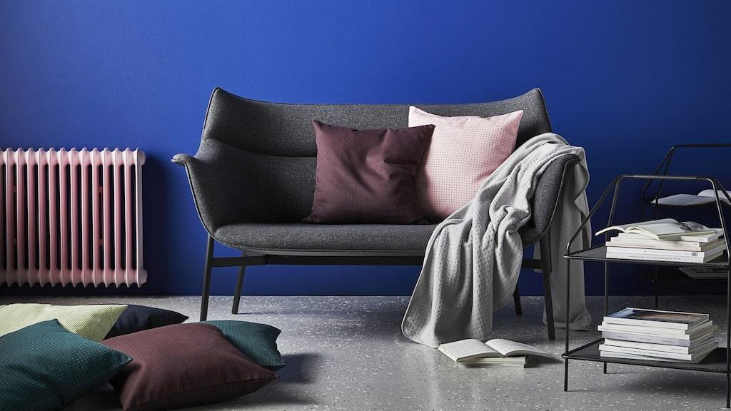 """""""Den här soffan är inspirerad av en tidig 1950-talssoffa och är gjuten i ett stycke. Eftersom Ikea aldrig hade gjort något liknande tidigare var det en stor utmaning."""""""