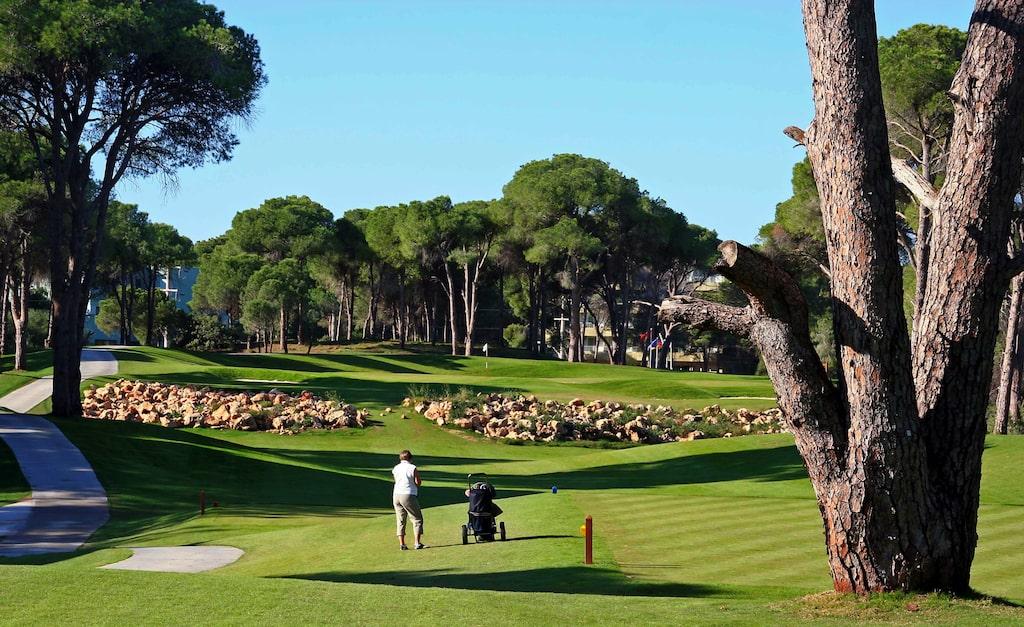 Tänk att åka på golfresa och så försvinner klubborna.
