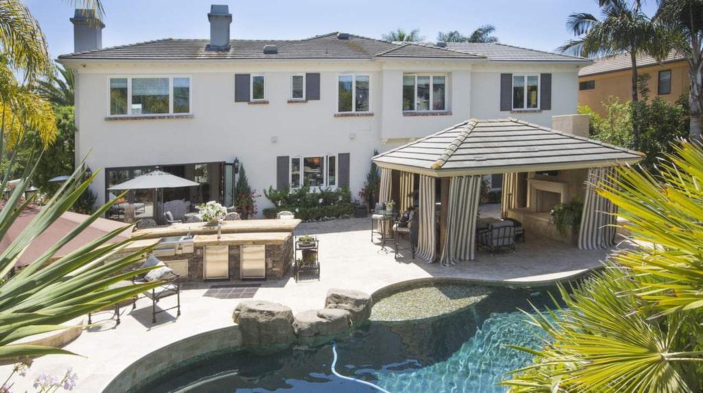 Familjen Montazamis villa ligger i en grindstad i Orange County, en och en halv timme från Los Angeles.
