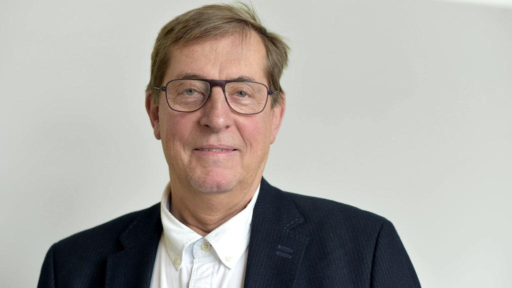 Professor Lars Edvinsson har ägnat 30 år åt ett litet protein i hjärnan som kan ge migrän. Nu har det resulterat i en medicin.