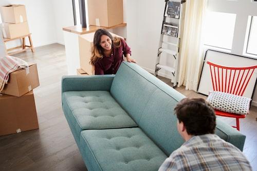 Slipp montera – köp en begagnad soffa i stället och spara både tid och pengar.