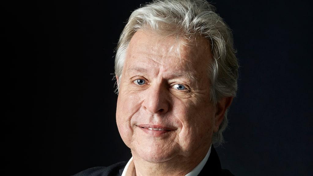 Mikael Mölstad skriver återkommande om vin, krogar och resor i bland annat Allt om Vin. Han är grundare av den svenska restaurangbibeln White Guide.