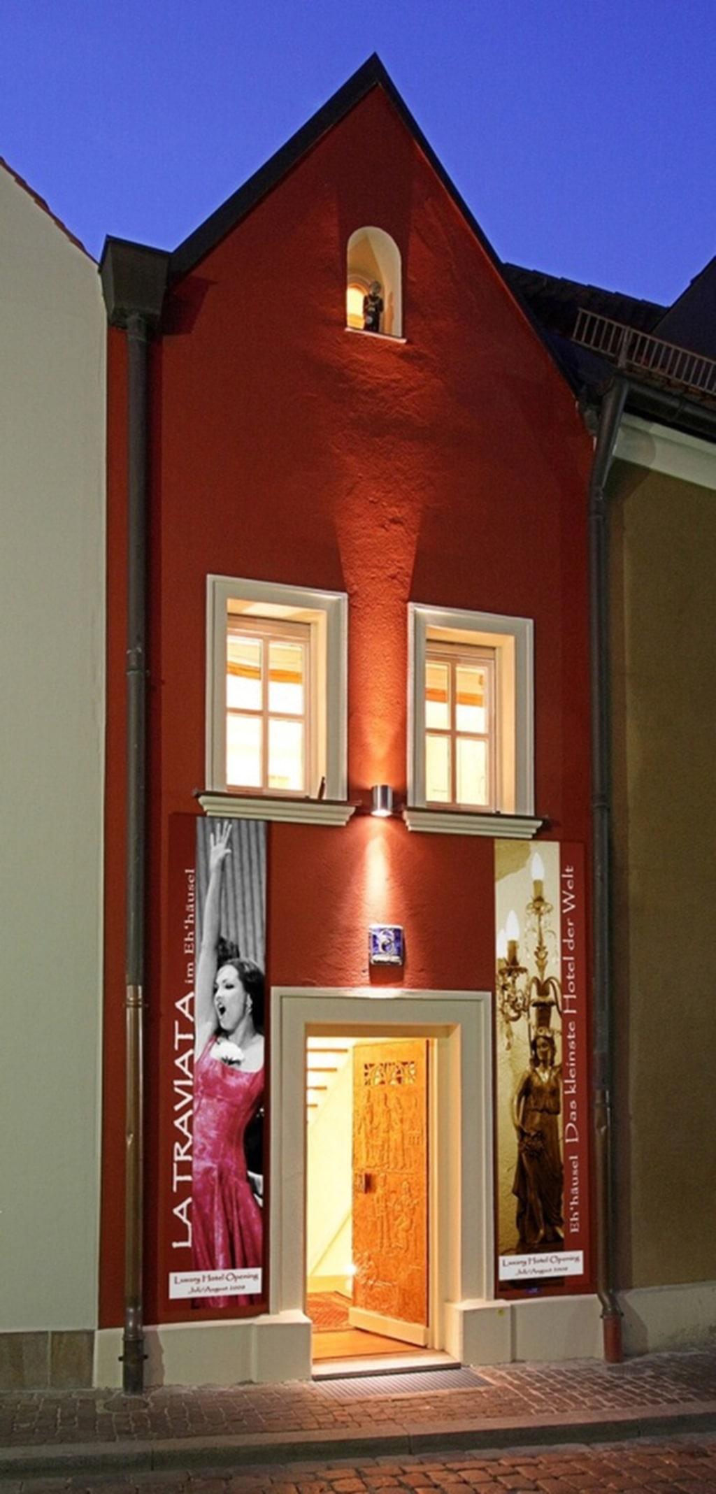<p>Världens mista hotell ligger i Tyskland och är bara 53 kvadratmeter stort.</p>