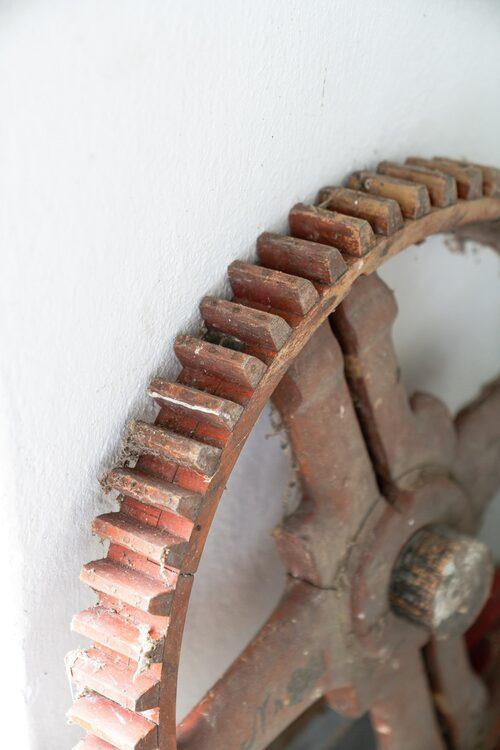 Ett gammalt kugghjul att spara och ha med i inredningen kanske?