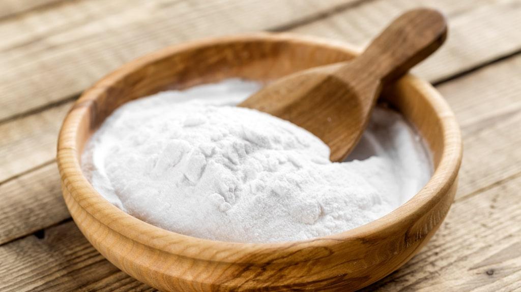 Bikarbonat är utmärkt när du exempelvis vill få tvätten vitare eller få bort röklukt eller svettfläckar från kläder.