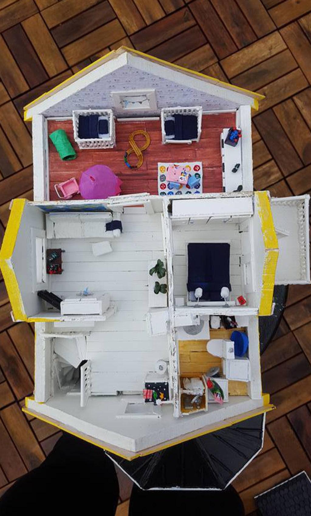 Det tog tre månader att bygga huset.
