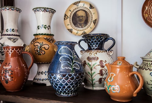 Keramik med traditionella kasjubiska mönster.