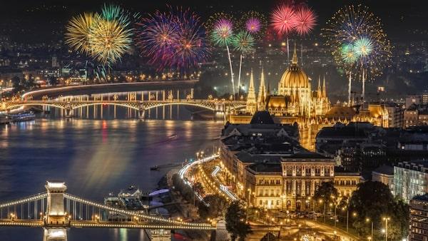 Budapest börjar nyårsfirandet redan den 29 december.