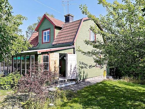 Sekelskiftesvillan i Strängnäs kostar 2 395 000 kronor.