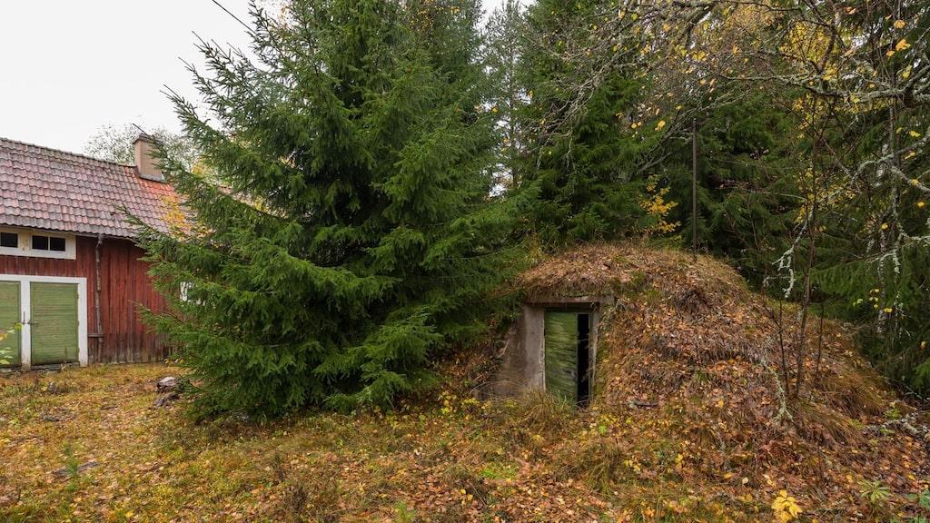 På tomten finns en gammal jordkällare.