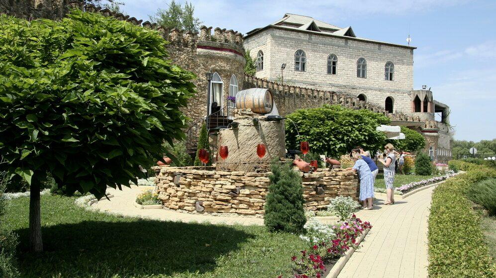 Vinkällaren ligger i Moldavien, sydväst om huvudstaden Chisnau.