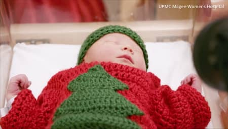 a9b5886c8c8c Sjuksköterskorna stickade fula jultröjor till nyfödda