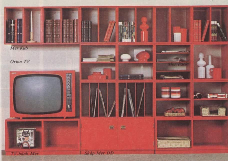 Röda bokhyllor, så djärvt! Här delar av förvaringsserien Mer från Ikea 1970, med plats för samlingen med LP-skivor.
