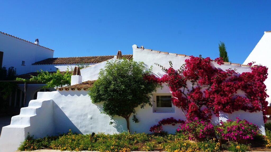 Den gamla bondgården Torralbenc är numera Menorcas bästa hotell.