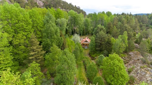 Huset på 30 kvadrat ligger i Strömstad.