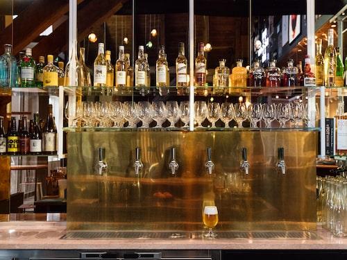 Spritmuseum är ett museum om den svenska alkoholkulturen – från parkbänk till cocktailparty. Här ser du baren.