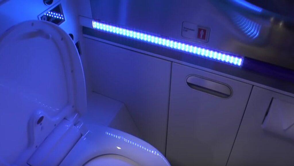 """Deras nya uppfinning sägs kunna """"döda 99,9 procent av alla baciller på toaletten på tre sekunder efter alla besök""""."""
