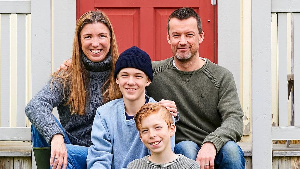 Sofia och Martin tillsammans med sönerna Nils och Ivar.