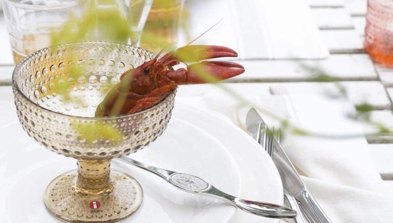 Mattallrik från Bruka design. Glasskål Kastehelmi från Iittala.