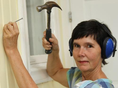 Använd hörselskydd när du spikar...