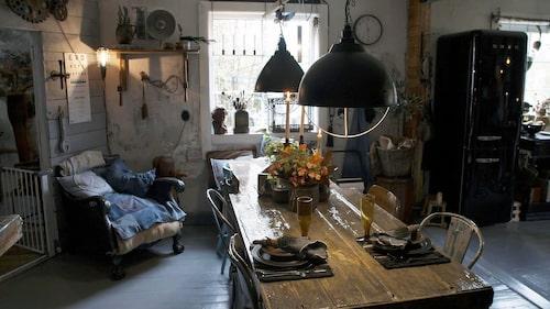 Huset är inrett i en mix av rustik, lantlig och romantisk stil, med udda återvunna prylar.