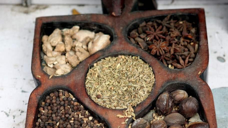 Ingefära och anis - typiska indiska kryddor.
