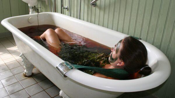 Tångbad eller massage med tångruska är en lokal specialitet.