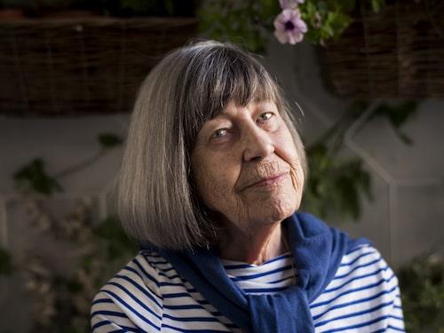 """Margareta Magnussons har skrivit """"Döstädning"""", bakgrunden till fenomenet som nu sprids som en löpeld över hela världen. """"The Gentle Art of Swedish Death Cleaning"""" heter boken på engelska som blivit en internationell bästsäljare."""