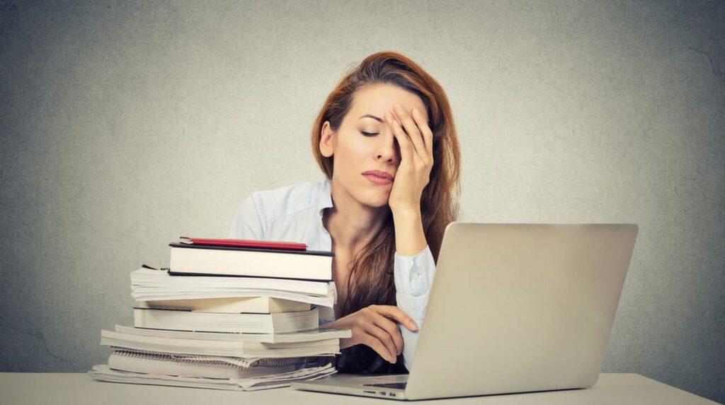 """<p>""""En väckarklocka som ringer klockan sju på morgonen innebär samma sak för de äldre ungdomarna som om den skulle ringa halv fem hos en lärare i 50-årsåldern"""", slår forskarna fast i studien.</p>"""