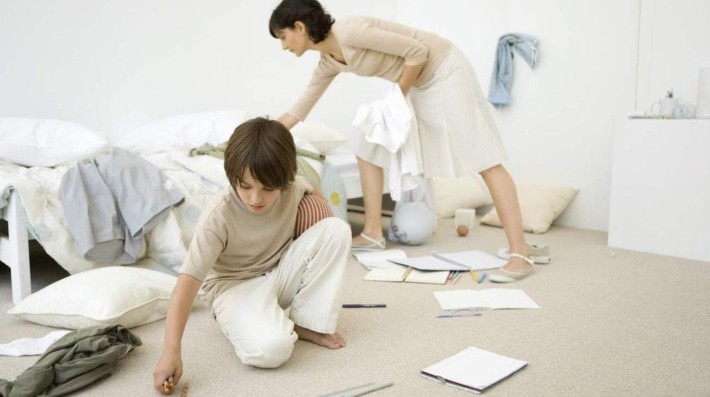 Låt barnen leka hejvilt i sina rum, så länge de håller leksakerna där är det okej att de ligger över hela golvet.