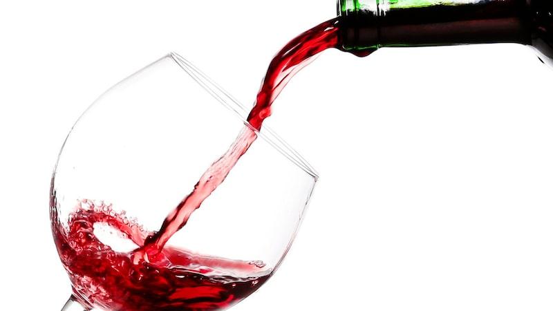 Hur mycket rött vin räcker flaskan till egentligen
