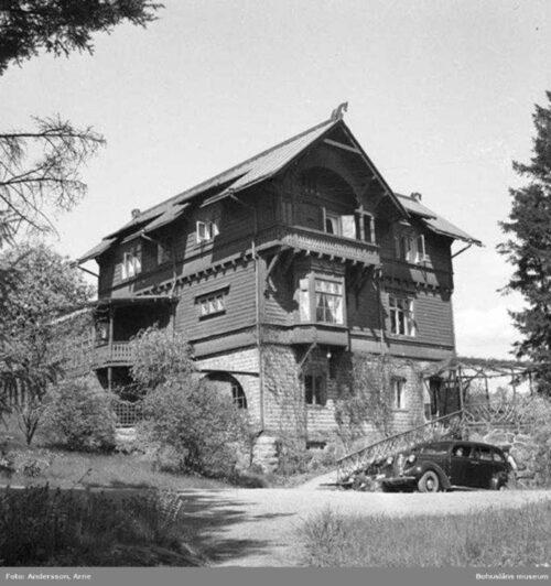 1921 eldhärjades huset och den häftiga branden förstörde till stor del fastigheten.