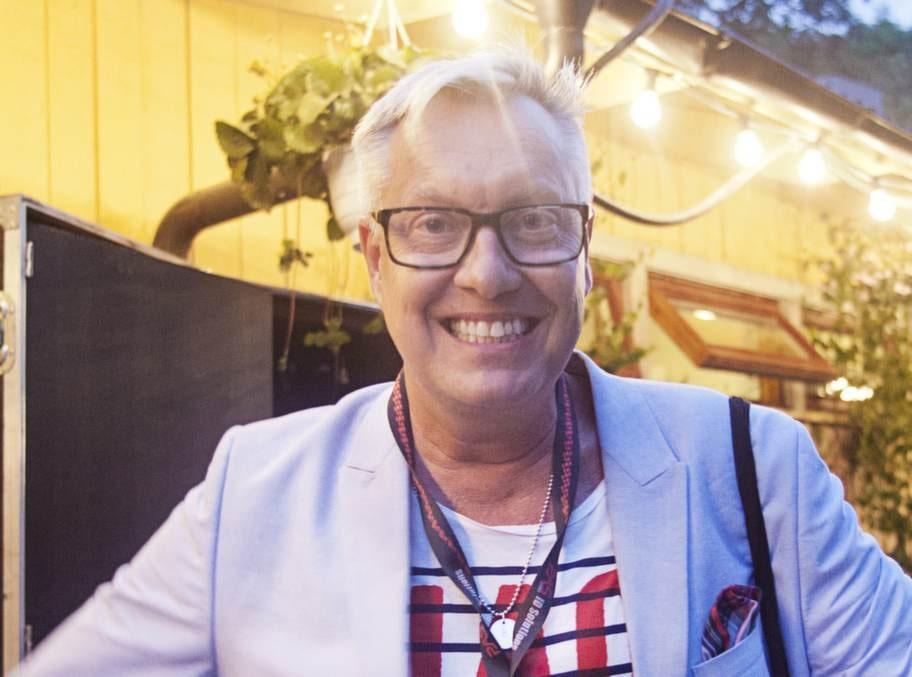 <strong>Lars-Åke Babsan Wilhelmsson, artist och designer:</strong><br>- Jag älskar att sjunga. Om jag skrålar tillräckligt mycket så tappar jag rösten och är tyst ibland. Helst sjunger jag gamla schlagers.<br>