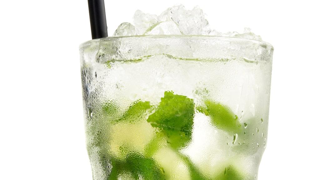 En populär drink som ofta görs med sodavatten är Mojito.