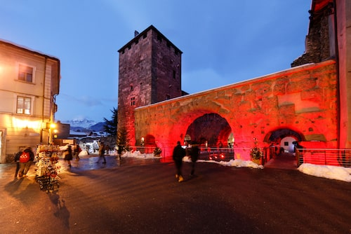 Den romerska teatern i Aosta. Staden har flera historiska lämningar så som en triumfbåge och den medeltida kyrkan Sant'Orso.