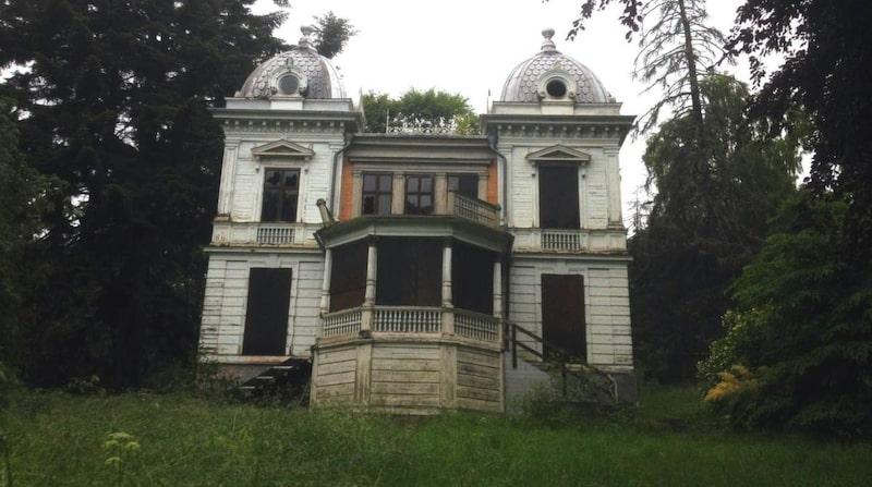 Vad det skulle kosta att återskapa huset är oklart.