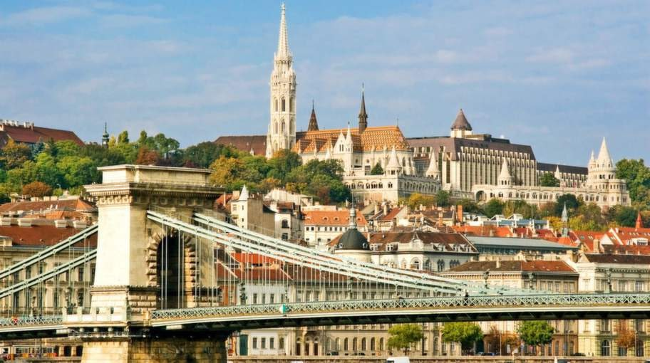 Ungerns huvudstad är egentligen en sammanslagning av två orter på vardera sidan om floden Donau - Buda och Pest.