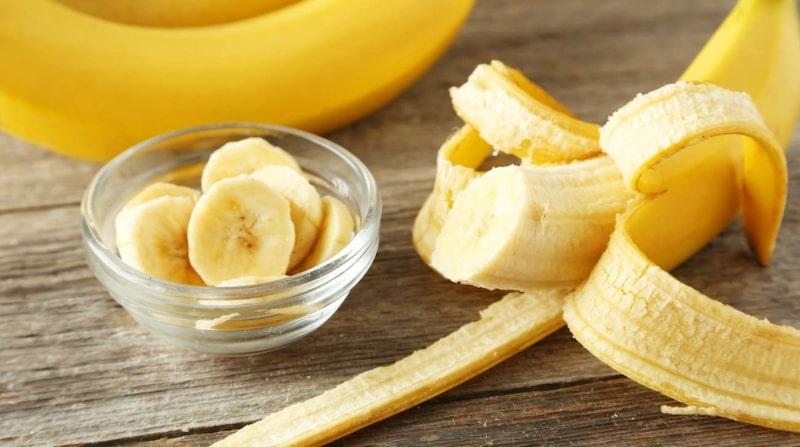Bananskal hör ju till sådant som vi alla alltid slänger. Men du kan faktiskt ha mycket användning för dem.