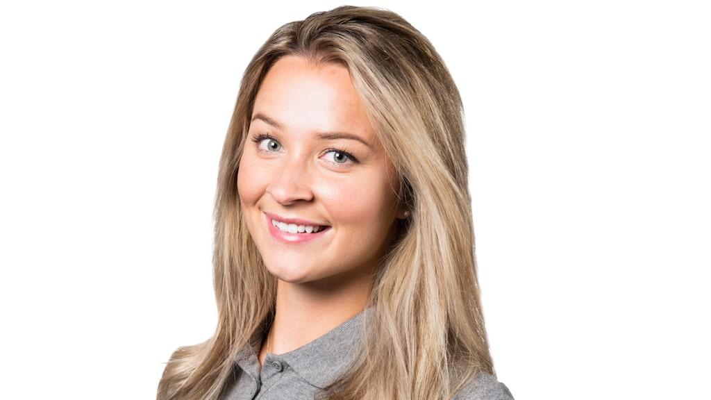 Julia Andersson är färgsättningsexpert på Colorama och tipsar om hur du ska tänka när du ska tapetsera en fondvägg.