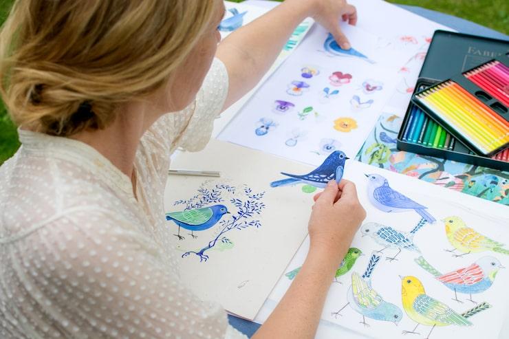 Fåglar är, liksom träd, ett återkommande motiv bland konstnärens verk.