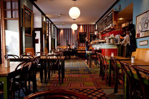 Café Saturnus – fransk stil och fantastiskt mosaikgolv.