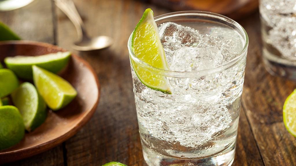 Gin och tonic - den kända spritsorten som den oftast serveras.